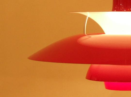 柔らかな光_レッド_ph50ペンダントライト〔ルイスポールセン〕照明イメージ